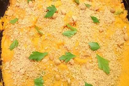 Hackfleischauflauf mit Süßkartoffel und gerösteten Erdnüssen
