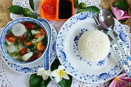 Scharfe Rettichsuppe mit Reis