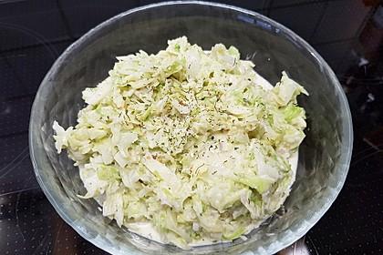 Krautsalat mit Sahne und Kräutern (Bild)