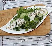 Pflücksalat mit Salatgurken in Dickmilch-Dill-Creme (Bild)