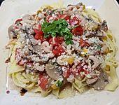 Tagliatelle mit Garnelen und Gemüse in Portweinsoße (Bild)