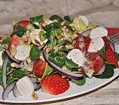 Mozzarella-Sommersalat mit Erdbeeren (Bild)