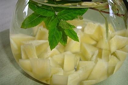 Wasser, aromatisiert mit Ananas und Minze (Bild)