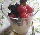 Mascarpone-Kaffee-Creme mit Beerenfrüchten (Bild)