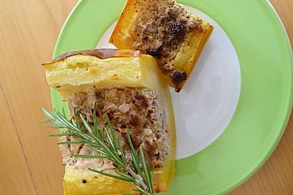 Gefüllte Ofen-Zucchini mit Hackfleisch, Pfifferlingen und Käse (Bild)