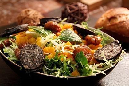 Salat mit Blutwurst, Maronen und Kürbisdressing (Bild)