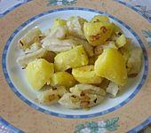 Galuschki oder ukrainische Mehlklößchen mit Kartoffeln und Zwiebeln (Bild)