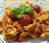 Käsetortelloni in Paprika-Tomaten-Sauce (Bild)