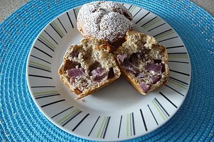 Haselnussmuffins mit Rotweinbirnen (Bild)
