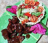 BBQ-Hühnerschlegel mit Cap Cay im Nudelnest (Bild)