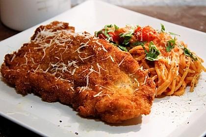 Piccata Milanese von der Pute mit selbstgemachten Tomaten-Spaghetti (Bild)