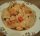 Pasta mit Lachs-Tomaten-Sauce (Bild)
