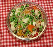Nudelsalat mit Kräutern und Zitrone (Bild)