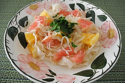 Fruchtiger Sauerkrautsalat (Bild)