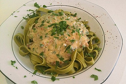 Bandnudeln in Gorgonzola - Soße mit eingelegten Tomaten 5