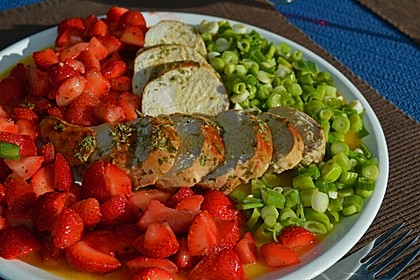 Hühnerbrust mit Erdbeeren und Frühlingszwiebeln an Portweindressing 1