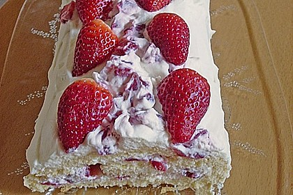 Erdbeer-Sahnerolle 105