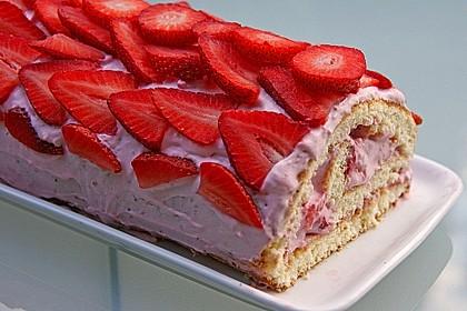 Erdbeer-Sahnerolle 32