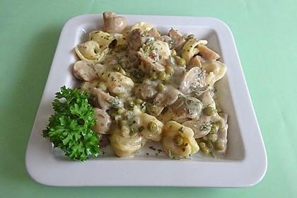 Champignon-Gulasch mit Erbsen und Tortelloni (Bild)