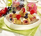 Vegane Pfannkuchen mit Fruchtfüllung (Bild)