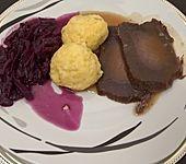 Soorbrode mit Kartoffelknödeln un Kappes (Bild)