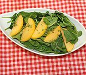 Spinat-goldene-Pflaume-Salat mit Orangendressing (Bild)
