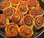 Pizzaschnecken mit Blätterteig aus dem Ofen (Bild)