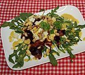 Rote Bete-Apfel-Walnuss-Salat mit Fetakäse und Feldsalat (Bild)