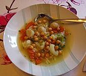Schnelle einfache Nudel-Gemüsesuppe (Bild)