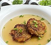 Tiroler Kaspressknödel für Suppe oder Salatbett (Bild)