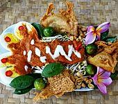 Gekochte Eier auf Balado Art mit Mungokeimlingen und würzigem Reis-Erdnussbrot (Bild)