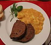 Hackbraten mit sauren Kartoffeln (Bild)
