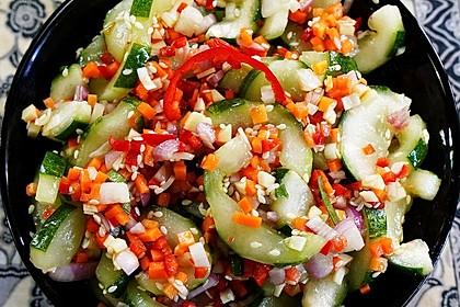 Koreanischer, scharfer Gurkensalat – Oinamul (Bild)