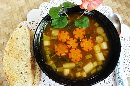 Gemüsesuppe mit grünem Spargel (Bild)