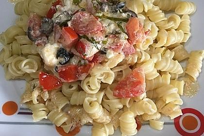 Nudeln mit Tomaten, Schafskäse und Oliven 26