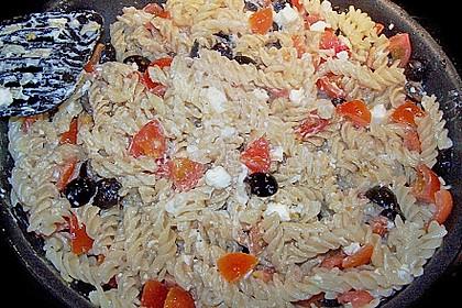Nudeln mit Tomaten, Schafskäse und Oliven 38