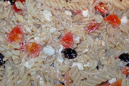 Nudeln mit Tomaten, Schafskäse und Oliven 53