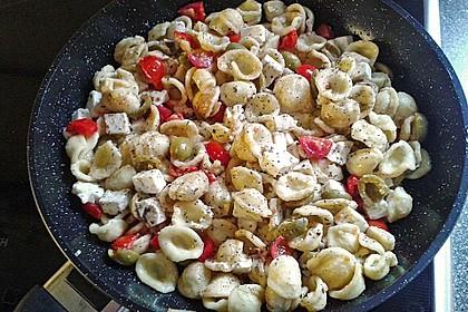Nudeln mit Tomaten, Schafskäse und Oliven 39
