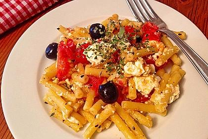 Nudeln mit Tomaten, Schafskäse und Oliven 9