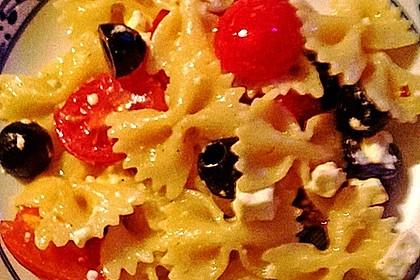 Nudeln mit Tomaten, Schafskäse und Oliven 31