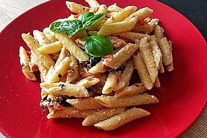 Nudeln mit Tomaten, Schafskäse und Oliven 33