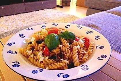 Nudeln mit Tomaten, Schafskäse und Oliven 12