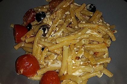 Nudeln mit Tomaten, Schafskäse und Oliven 49