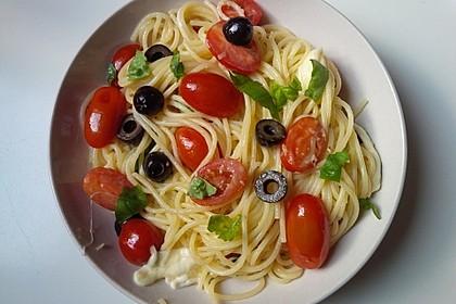 Nudeln mit Tomaten, Schafskäse und Oliven 6