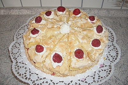 Stachelbeer - Sahne - Baiser - Torte 5