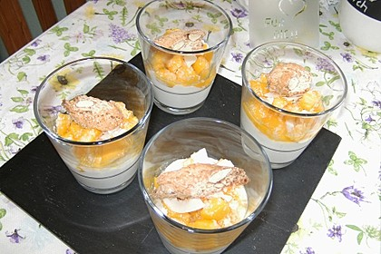 Frisches Dessert mit Mango 11