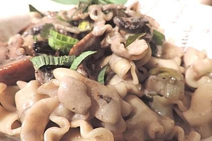 Nudeln mit Champignons und Porree (Bild)