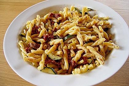 Nudelsalat mit getrockneten Tomaten 4