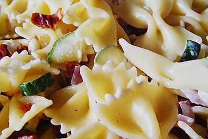 Nudelsalat mit getrockneten Tomaten 15