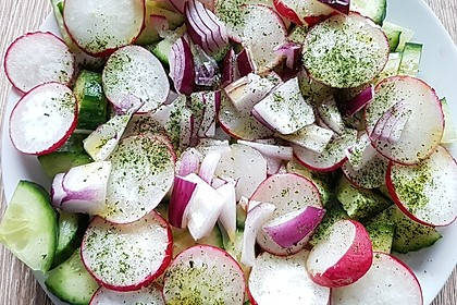 Gurkensalat mit Radieschen 8